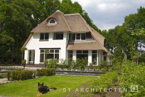 Klassiek rietgedekt 30er jaren met roedes en gestuct te Veenendaal