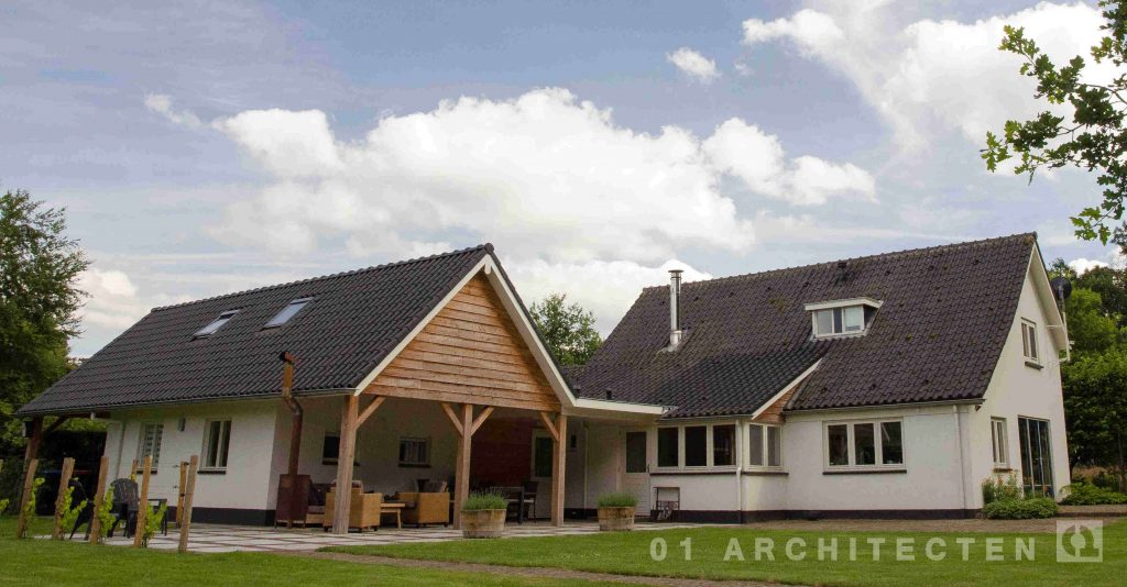 Verbouwde woning te Almen met veranda potkachel en uitbouw
