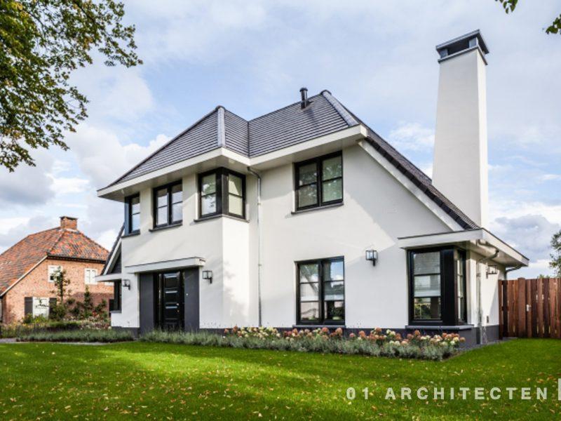 Huis Donker Hout : Nieuwbouw woning met witte gevel en donker dak 01 architecten
