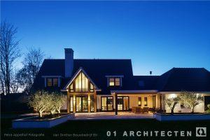 Ontwerp nieuwbouw villa Beuningen achterzijde in de avond architectenbureau 01 Architecten