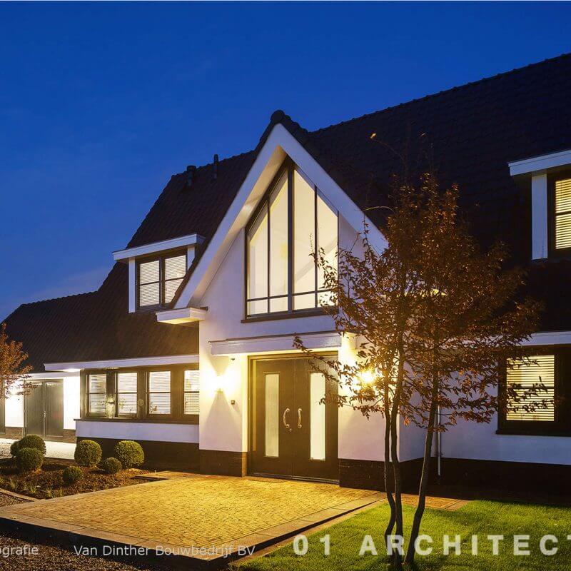 Sfeervol landhuis met dubbele deur en grote glazen pui bij de vide te Beuningen (Gelderland)
