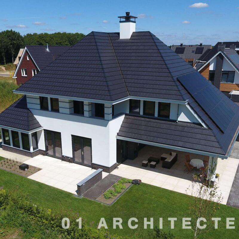 Luxe vrijstaande woning met royale veranda, balkon en verspringende gootlijn in Ommen 01Architecten