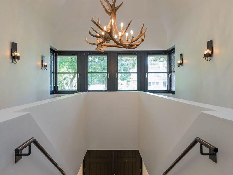 Interieur van fraaie rietgedekte villa architecten