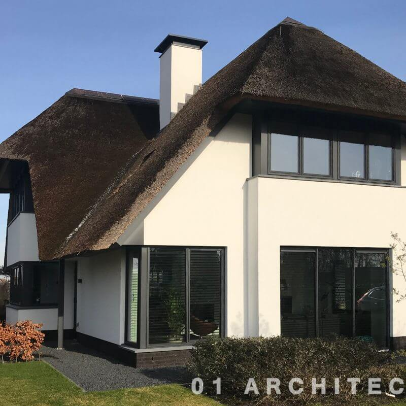 strakke villa met riet en stalen kozijnen Dongen Noord Brabant regio Tilburg