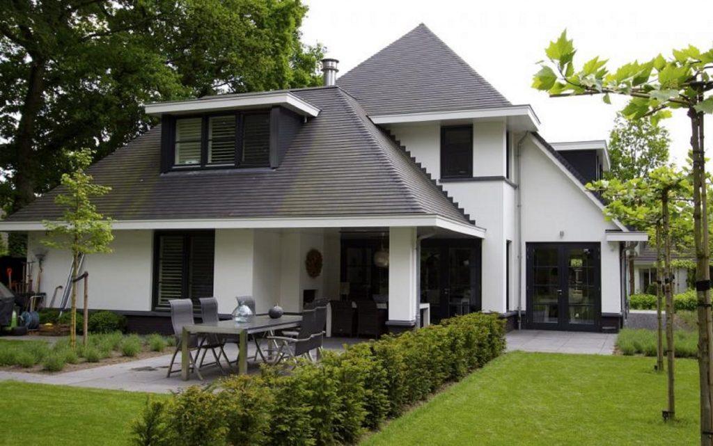 Klassieke villa met moderne elementen.
