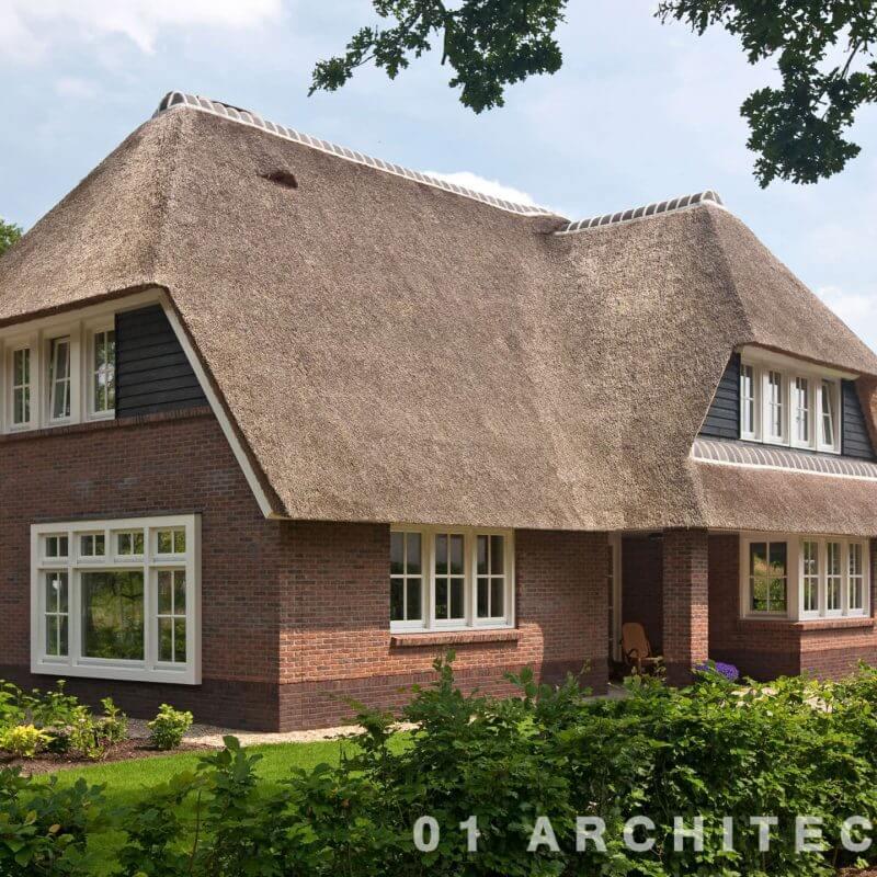 nieuwbouw villa met riet en veranda