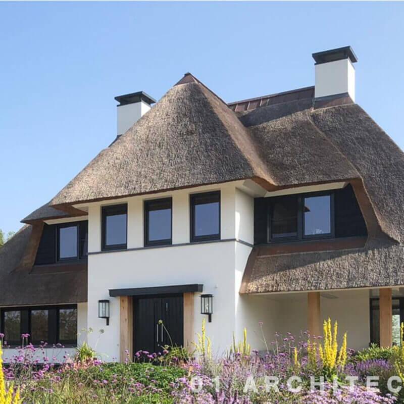 nieuwbouw villa buitengebied riet strak koperen nokvorst