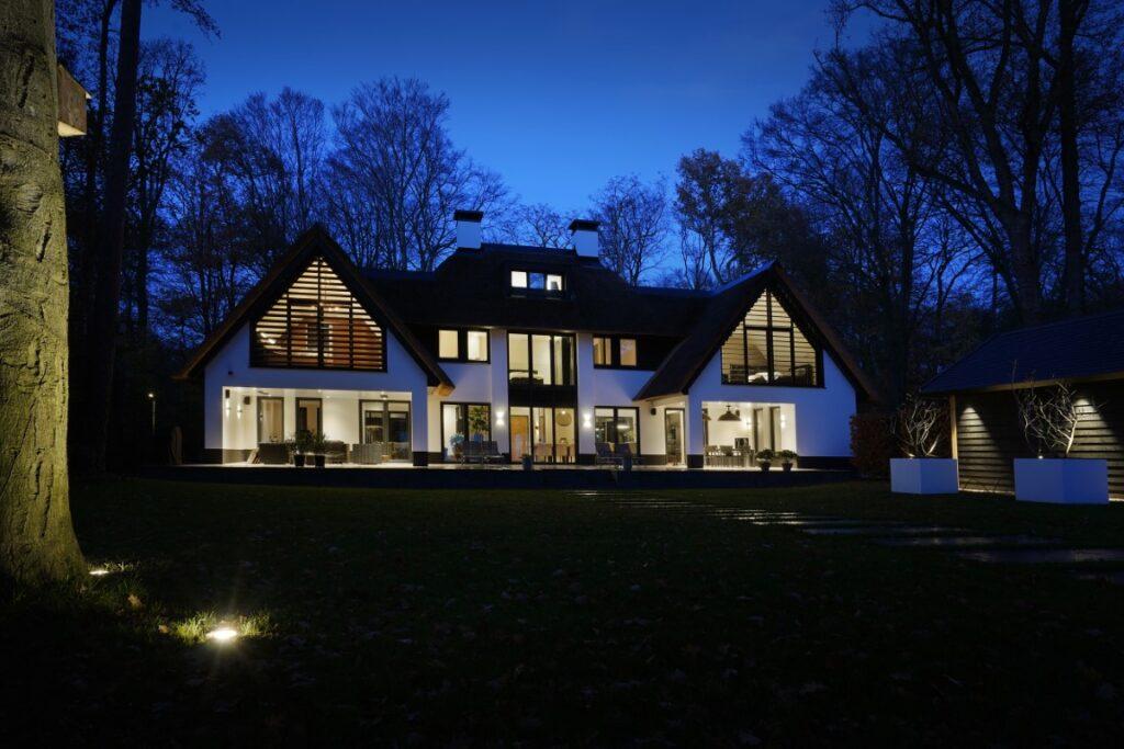 Nieuwbouw brede villa